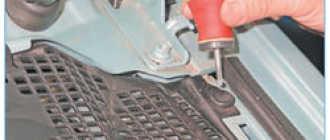 Замена мотора стеклоочистителя (двигатель дворников) Рено Логан Сандеро (Renault Sandero Logan): пошаговая инструкция