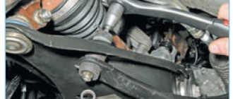 Замена стабилизатора поперечной устойчивости передней подвески Рено Логан Сандеро (Renault Sandero Logan): пошаговая инструкция